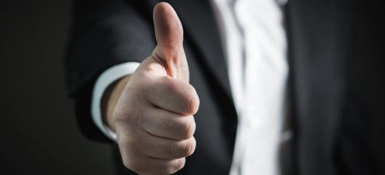 A mover showing you thumbs up to reassure you.